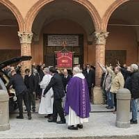 Bologna, saluti romani al funerale del