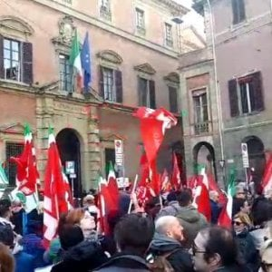 Bologna, la protesta delle slot machine