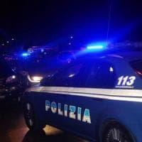 Bologna, degenera lite: 40enne pestato dai colleghi