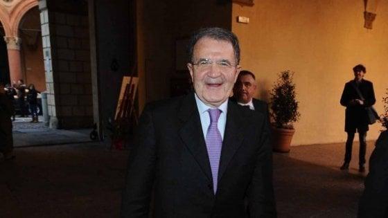 """Bologna, Prodi: """"L'operaio guadagna 200 volte meno dei manager e nessuno si ribella"""""""