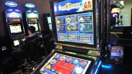 Bologna, aperitivi slot-free e uno spettacolo a teatro contro il gioco d'azzardo
