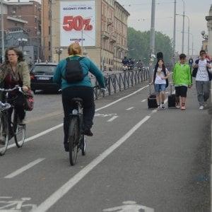 Bologna, aumenta il traffico di due ruote a spasso sulle ciclabili