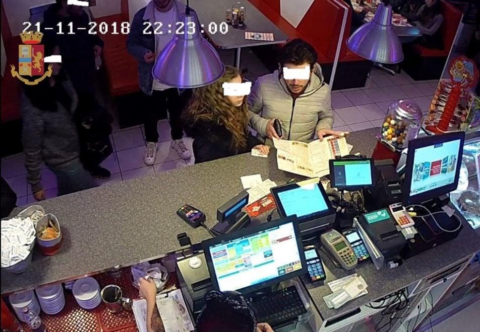 """Bologna, arrestata in flagranza una 25enne: """"E' una borseggiatrice seriale"""""""