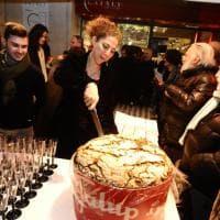 Bologna, i dieci anni dell'Ambasciatori, la libreria con cucina che ha trasformato il centro storico