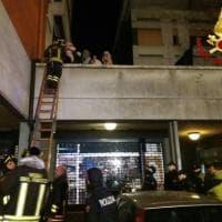 Dramma a Reggio Emilia, due morti e decine di intossicati fra le fiamme di un palazzo