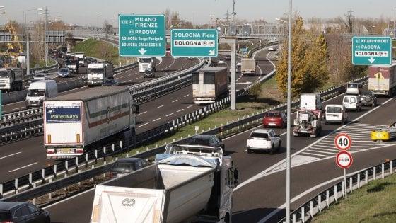 Passante di Bologna, scontro totale con Toninelli: Comune e Regione pronti al ricorso alla Consulta