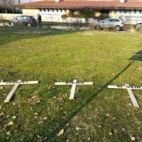 Bologna, tre croci a Casteldebole: tutti gli ultras si dissociano