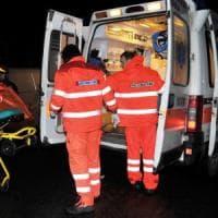 Piacenza, auto travolge clienti del bar: un morto. Conducente rischia il linciaggio