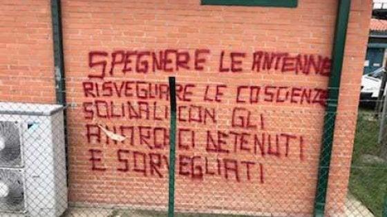 Bologna, incendiati i cavi dei ripetitori tv: trovate scritte anarchiche