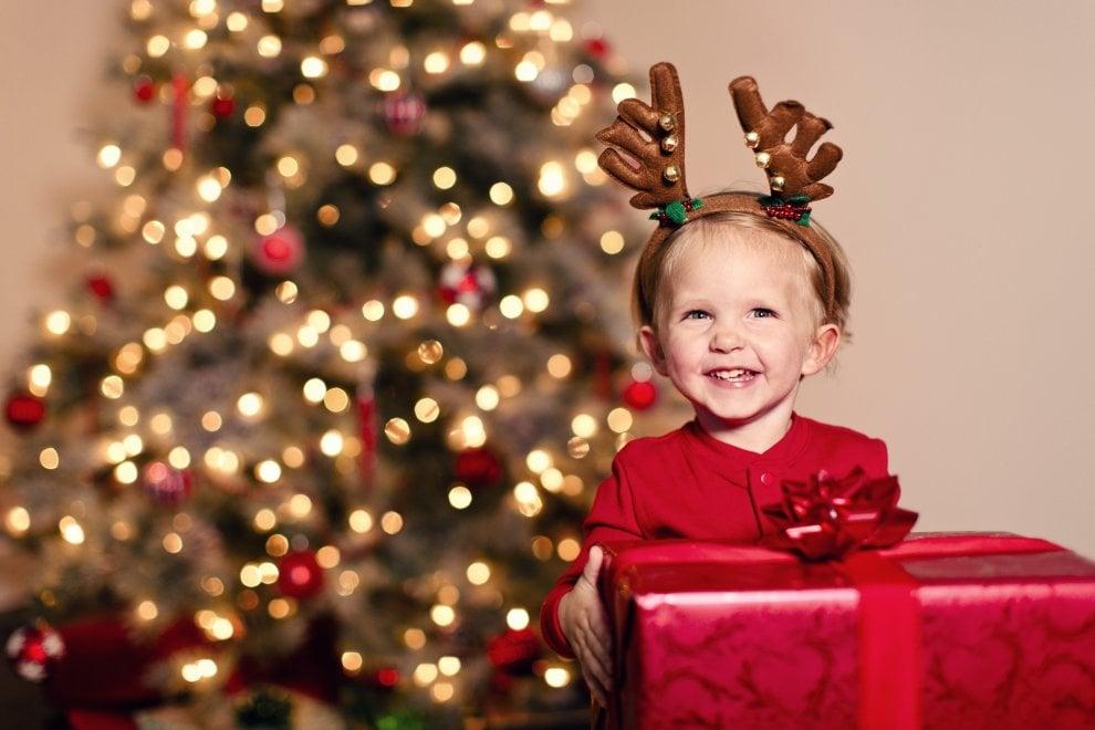Luminarie, regali e fiocchi: per un Natale green, le regole per una corretta raccolta differenziata