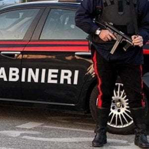 Carabinieri sgomberano un edificio a Bologna, arresto e denunce