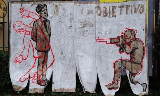 Modena, un'opera di street art sull'eccidio del 1950 distrutta dalla Digos