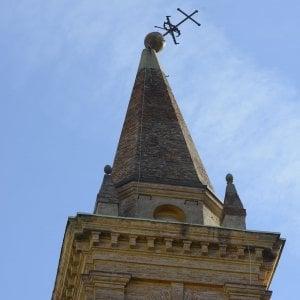 Bologna, croce di S.Isaia piegata: strada chiusa