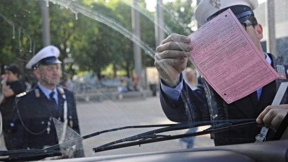 Imola, furbetta della sosta con targa estera non paga 432 multe