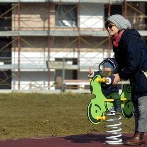 Bologna, aggredisce mamma e picchia neonato in strada
