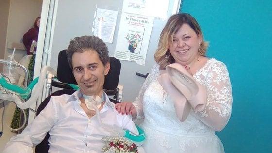 Modena, Michele è malato di Sla: le nozze con Martina nel reparto di Neurologia