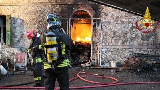 Incendio nel Bolognese, anziano ustionato in casa