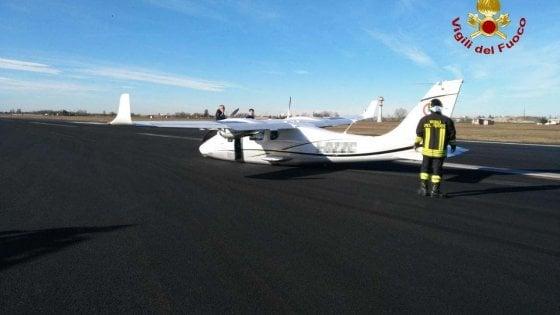 Aereo privato atterra senza carrello, ha riaperto l'aeroporto di Bologna