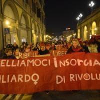 """""""L'amore non ha lividi"""": Bologna, donne in piazza contro la violenza"""