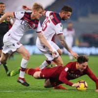 Il Bologna prende applausi ma la Roma vince 2-1