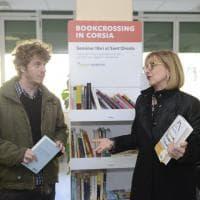 """Bookcrossing in ospedale a Bologna: """"Libri per la vita"""" nelle sale d'attesa del Sant'Orsola"""