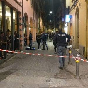Regolamento di conti in via Petroni, accoltellato uno straniero