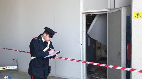 Grave infortunio sul lavoro nel Bolognese, due elettricisti cadono da cinque metri d'altezza