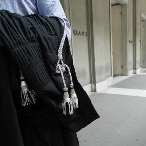 Pesaro, finisce in carcere per un furto di merendine a scuola