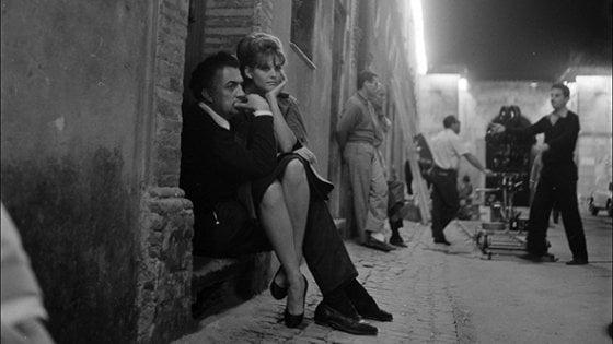 """Fellini inedito a Rimini: il back stage mai visto di  """"8 ½"""" nelle foto di Paul Ronald"""