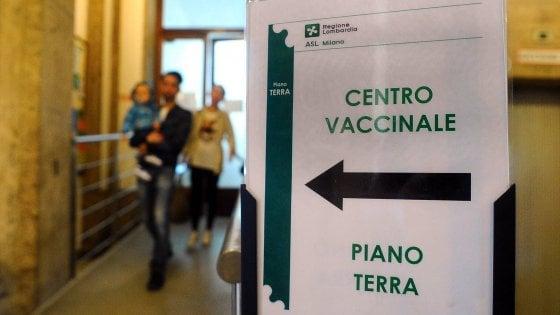 Vaccini, per 300 bambini lettere di sospensione da nidi e materne comunali a Bologna