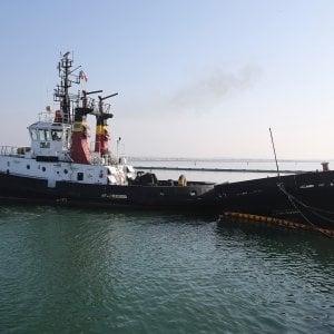 Scontro tra navi a Ravenna, gasolio in mare e porto chiuso