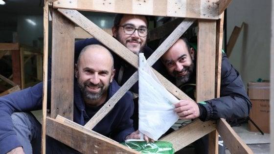 Rimini: tre amici in barca per ripulire il mare dalla plastica