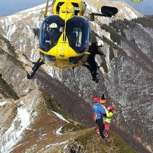 """""""Non ce la facciamo più"""": escursionisti salvati dall'elicottero sul Corno alle Scale"""