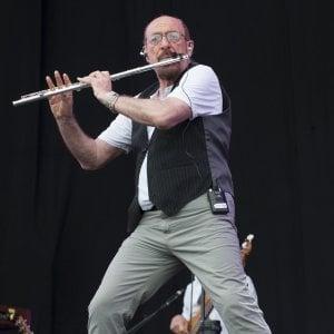 Bologna celebra i Jethro Tull, ma senza smartphone: vietati in platea