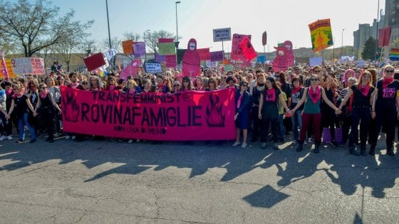 """Gli ultrà della famiglia arrivano a Bologna, Merola: """"No a ritorni al passato"""""""