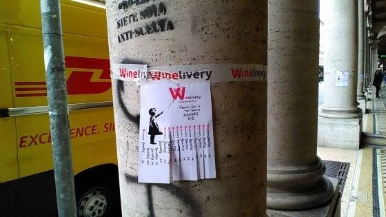 Bologna, la foto-denuncia: la pubblicità che imbratta i luoghi di pregio