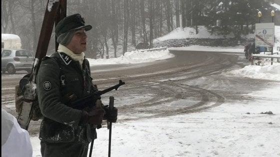 Sulla neve con le divise naziste nell'Appennino bolognese: cinque indagati