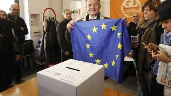"""Prodi all'incontro del movimento federalista a Bologna: """"Eleggere chi vuole l'Europa unita"""""""