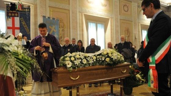 """Funerale Magrini a Bologna, il vescovo Zuppi: """"Nessuno sia alleato della morte"""""""