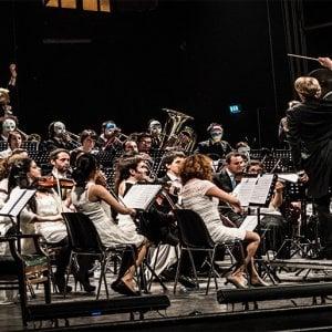 Gli appuntamenti di lunedì 15 a Bologna: Orchestra Senzaspine al Duse