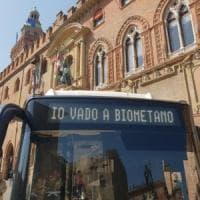 Bologna, bus e taxi vanno a immondizia