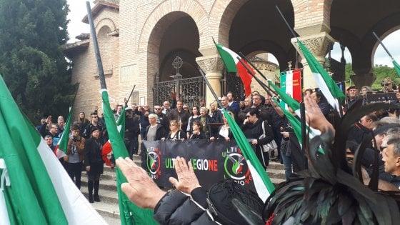 Quattrocento fascisti in marcia a Predappio per commemorare il Duce