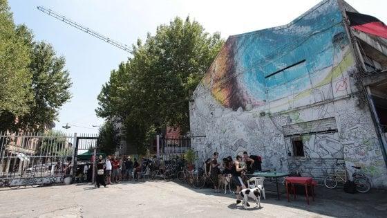 """Bologna, ultimatum del comune al centro sociale Xm24: """"O lascia lo spazio o sarà sgomberato"""""""