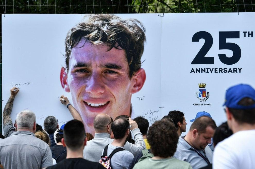 Migliaia a Imola per ricordare Ayrton Senna