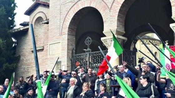 Fascisti a Predappio: il caporedattore del TgR Emilia Romagna si è dimesso