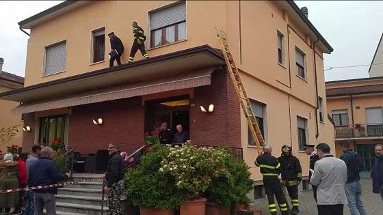 Piacenza: donna trovata sgozzata in casa, è giallo