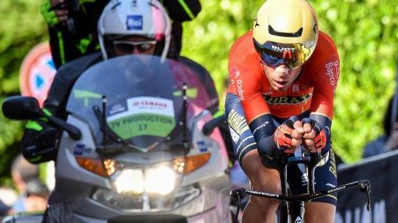 Il Giro è partito: a Bologna Roglic conquista la prima maglia rosa