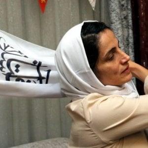 L'avvocata iraniana anti-hijab cittadina onoraria di Bologna