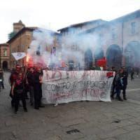 I collettivi contro il comizio di Fiore a Bologna: una trentina in corteo