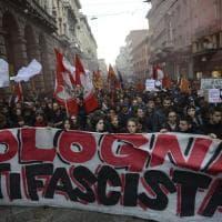 Bologna, manifestazione antifascista contro Forza Nuova: il corteo